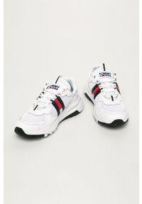 Białe buty sportowe Tommy Jeans z okrągłym noskiem, na sznurówki, z cholewką