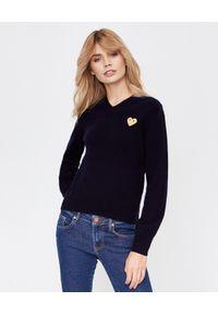 COMME DES GARCONS PLAY - Wełniany sweter ze złotym sercem. Typ kołnierza: dekolt w kształcie V. Kolor: niebieski. Materiał: wełna. Styl: klasyczny, elegancki