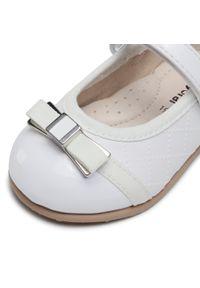 Białe baleriny Mayoral klasyczne, z aplikacjami