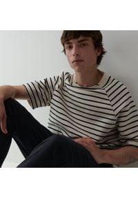 Reserved - Bawełniany t-shirt w paski - Kremowy. Kolor: kremowy. Materiał: bawełna. Wzór: paski