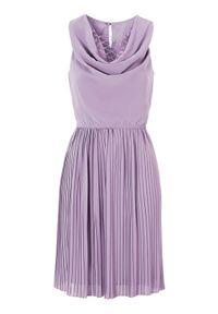 Fioletowa sukienka mini Happy Holly z aplikacjami, plisowana