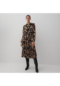 Reserved - Wzorzysta sukienka midi - Wielobarwny. Długość: midi