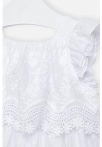 Biała sukienka Mayoral mini, na ramiączkach, z dekoltem typu hiszpanka, w kwiaty