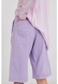 Answear Lab - Szorty jeansowe. Okazja: na co dzień. Kolor: fioletowy. Materiał: jeans. Wzór: gładki. Styl: wakacyjny