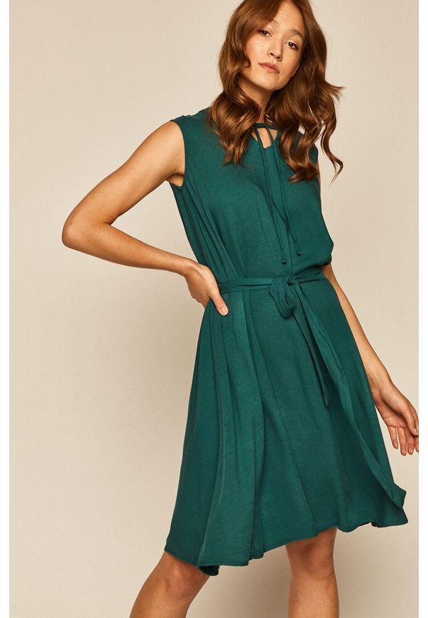 Sukienka medicine prosta, bez rękawów, mini, na co dzień