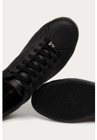 Czarne sneakersy Lacoste na obcasie, z okrągłym noskiem, na sznurówki, z cholewką