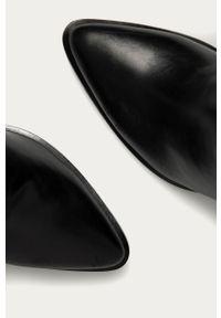 Czarne botki ANSWEAR na obcasie, z cholewką, na średnim obcasie