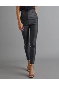 RETROFETE - Skórzane spodnie z wysokim stanem. Stan: podwyższony. Kolor: czarny. Styl: elegancki, retro