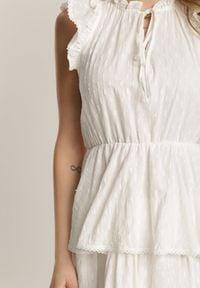Renee - Biała Sukienka Calyphiche. Okazja: na co dzień. Typ kołnierza: kołnierz z falbankami. Kolor: biały. Materiał: bawełna, tkanina. Wzór: aplikacja. Styl: casual. Długość: mini