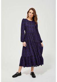MOODO - Wzorzysta sukienka z falbaną. Okazja: na co dzień. Materiał: wiskoza. Wzór: motyw zwierzęcy. Styl: elegancki, casual