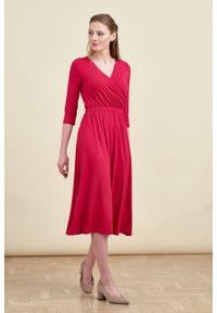 Marie Zélie - Sukienka Rita czerwień perska. Kolor: czerwony. Materiał: wiskoza, dzianina, materiał, elastan, tkanina. Długość rękawa: krótki rękaw. Typ sukienki: proste, kopertowe