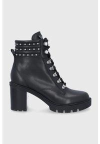 Guess - Workery skórzane. Nosek buta: okrągły. Zapięcie: sznurówki. Kolor: czarny. Materiał: skóra. Obcas: na obcasie. Wysokość obcasa: średni