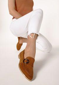 Born2be - Camelowe Mokasyny Nancie. Nosek buta: okrągły. Zapięcie: klamry. Materiał: dzianina. Szerokość cholewki: normalna. Wzór: jednolity. Obcas: na obcasie. Styl: elegancki. Wysokość obcasa: niski