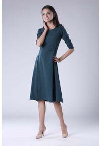 Nommo - Zielona Rozkloszowana Sukienka Wizytowa z Zaznaczoną Talią. Kolor: zielony. Materiał: wiskoza, poliester. Styl: wizytowy