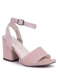 Różowe sandały Nessi