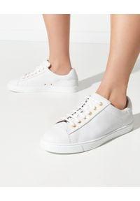 GIANVITO ROSSI - Białe sneakersy Low Top. Okazja: na co dzień. Nosek buta: okrągły. Kolor: biały. Materiał: jeans, guma