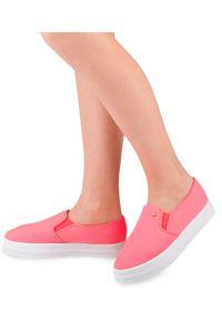 Tenisówki damskie Ideal Shoes X-2501 Różowe. Zapięcie: bez zapięcia. Kolor: różowy. Materiał: tkanina, tworzywo sztuczne, guma. Obcas: na obcasie. Wysokość obcasa: niski
