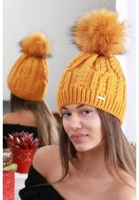 Żółta czapka IVET elegancka