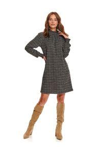 TOP SECRET - Sukienka przed kolano z marszczeniami. Typ kołnierza: kołnierzyk stójkowy. Kolor: czarny. Sezon: zima