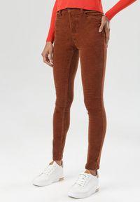 Brązowe spodnie skinny Born2be