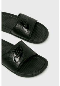 Nike Sportswear - Klapki. Kolor: czarny. Materiał: guma