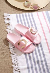 Born2be - Różowe Klapki Frequency. Okazja: na co dzień. Nosek buta: otwarty. Kolor: różowy. Materiał: satyna, materiał, guma. Wzór: gładki. Sezon: lato. Styl: wizytowy, elegancki, casual