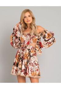 JOANNA MUZYK - Jedwabna sukienka w kwiaty Margaret. Kolor: czerwony. Materiał: jedwab. Wzór: kwiaty. Typ sukienki: kopertowe