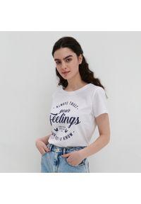 House - Koszulka z napisem Always Trust Your Feelings - Biały. Kolor: biały. Wzór: napisy