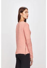Różowy sweter Roxy z okrągłym kołnierzem, casualowy