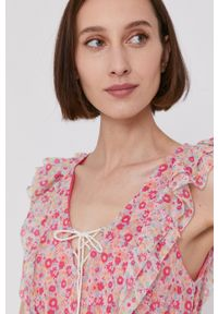Pepe Jeans - Sukienka CHABELAS. Kolor: różowy. Materiał: materiał. Typ sukienki: rozkloszowane