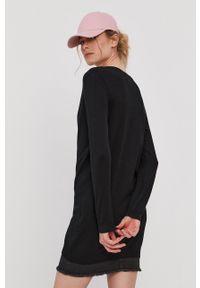 Pieces - Sweter. Okazja: na co dzień. Kolor: czarny. Materiał: wiskoza, dzianina, materiał. Długość rękawa: długi rękaw. Długość: długie. Styl: casual
