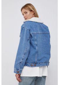Billabong - Kurtka jeansowa x Wrangler. Okazja: na co dzień. Kolor: niebieski. Materiał: jeans. Styl: casual