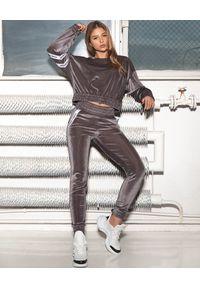 CUORI e PICCHE - Aksamitna srebrna bluza Mito High II. Kolor: szary. Materiał: dresówka, żakard. Długość rękawa: długi rękaw. Długość: długie. Wzór: aplikacja