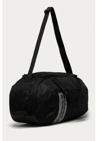 Czarna torba Under Armour z nadrukiem