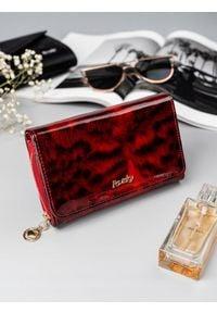 ROVICKY - Portfel damski skórzany lakierowany czerwony RFID Rovicky. Kolor: czerwony. Materiał: skóra