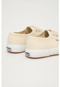 Superga - Tenisówki. Nosek buta: okrągły. Zapięcie: sznurówki. Kolor: beżowy