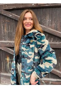 Zimowy futrzany płaszcz w moro Aeronautica Militare. Materiał: futro. Wzór: moro. Sezon: zima