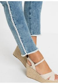 Niebieskie jeansy bonprix klasyczne, z haftami