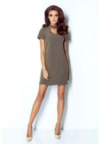 IVON - Khaki Sukienka Trapezowa Krótka z Chockerem. Kolor: brązowy. Materiał: wiskoza, elastan. Typ sukienki: trapezowe. Długość: mini