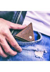 Brązowy portfel BRODRENE w kolorowe wzory