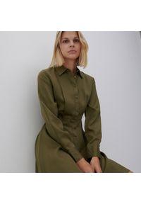 Reserved - Szmizjerka z Tencelu™ Lyocellu - Khaki. Kolor: brązowy. Typ sukienki: szmizjerki