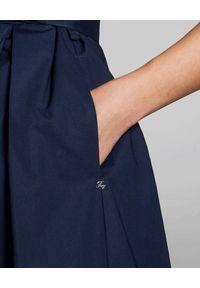 FAY - Granatowa sukienka z paskiem. Kolor: niebieski. Materiał: bawełna. Typ sukienki: z odkrytymi ramionami. Styl: klasyczny