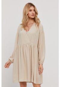 Samsoe & Samsoe - Samsoe Samsoe - Sukienka. Kolor: beżowy. Materiał: tkanina, poliester. Długość rękawa: długi rękaw. Wzór: gładki #5