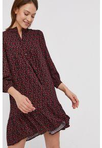 Answear Lab - Sukienka. Okazja: na co dzień. Kolor: czerwony. Materiał: tkanina. Typ sukienki: proste. Styl: wakacyjny