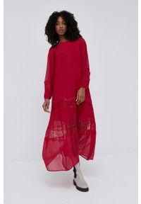 TwinSet - Twinset - Sukienka. Kolor: czerwony. Materiał: tkanina, koronka. Długość rękawa: długi rękaw. Typ sukienki: plisowane, rozkloszowane