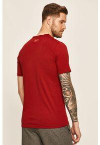 Czerwony t-shirt Under Armour z nadrukiem