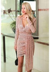 IVET - Sukienka AMORINA BEIGE. Kolor: beżowy. Długość rękawa: długi rękaw. Styl: wizytowy. Długość: mini