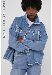 Answear Lab - Kurtka jeansowa answear.LAB X kolekcja limitowana GIRL POWER. Kolor: niebieski. Materiał: jeans. Styl: wakacyjny