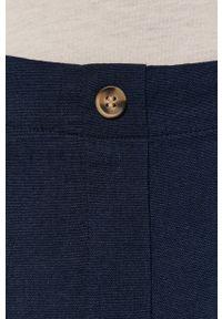 Vero Moda - Szorty. Okazja: na co dzień. Kolor: niebieski. Materiał: tkanina. Wzór: gładki. Styl: casual