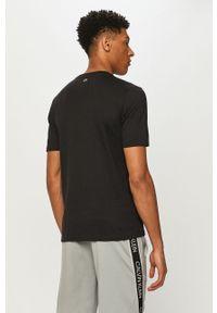 Czarny t-shirt Calvin Klein Performance na co dzień, z nadrukiem